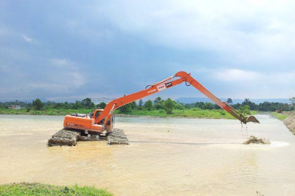 AM200 Amphibious Excavator DX220