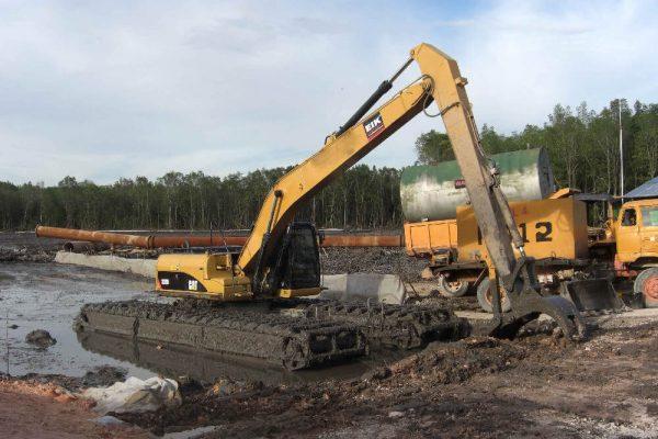 AM200  CAT320D Amphibious Excavator + grapple