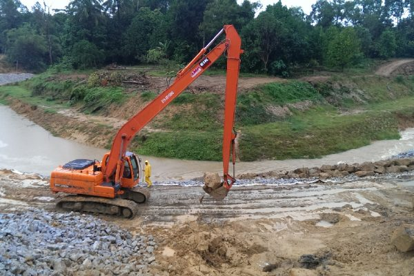 Long Reach Excavator Doosan DX200